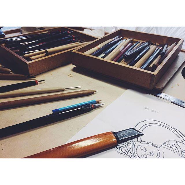 道具ノコト自分に合った道具を見つけること使いこなすこと大事にすること一体何本ぐらいあるんだろう?#彫刻刀#道具#tool#一隅を照らす#照terasu @sa10ca.k http://terasu-seiho.com/#彫刻#sculpture#日本画#japanesepainting#截金#kirikane#cutgoldleafing#伝統#traditional#仏教美術#buddhistart#family#japan#japanesestories#art_we_inspire#芸術#美術