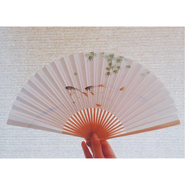 胡瓜の香り外はじめじめしてますが、鮎は涼しげに泳いでますね。#鮎#扇子#foldingfan#一隅を照らす#照terasu @sa10ca.k http://terasu-seiho.com/#彫刻#sculpture#日本画#japanesepainting#截金#kirikane#cutgoldleafing#伝統#traditional#仏教美術#buddhistart#family#japan#japanesestories#art_we_inspire#芸術#美術