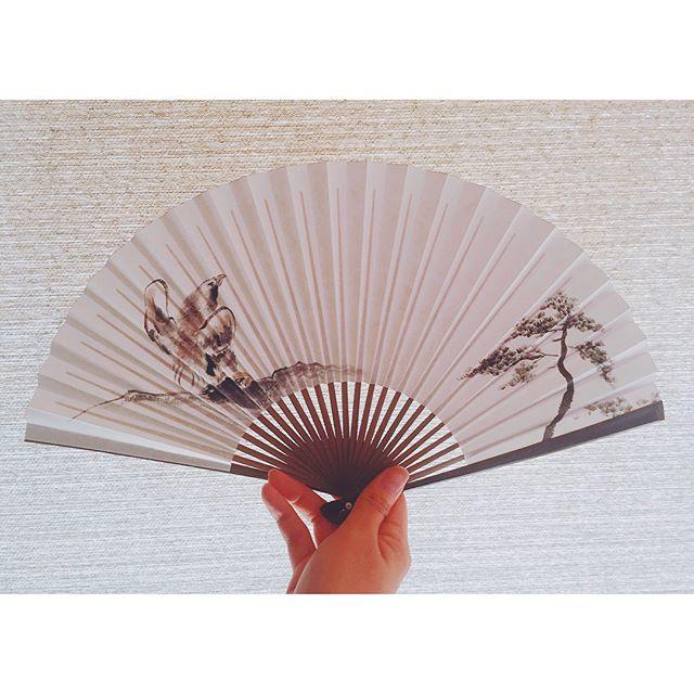 能ある鷹は爪を隠す猛禽類は梟が好きですが、鷹も勇ましくて格好良いです。#鷹#hawk#bird#松#pinetree#扇子#foldingfan#一隅を照らす#照terasu @sa10ca.k http://terasu-seiho.com/#彫刻#sculpture#日本画#japanesepainting#截金#kirikane#cutgoldleafing#伝統#traditional#仏教美術#buddhistart#family#japan#japanesestories#art_we_inspire#芸術#美術