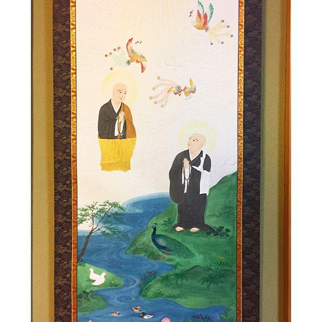 五重相伝浄土宗のお念仏の教えを、檀信徒に五つの順序にしたがって伝える法会で、5日間行われます。その中で掛けられる軸二祖対面善導大師の下半身は金色に輝く「阿弥陀佛の化身」であるので截金をさせて頂きました。#五重相伝#二祖対面#浄土宗#掛軸#一隅を照らす#照terasu @sa10ca.k http://terasu-seiho.com/#彫刻#sculpture#日本画#japanesepainting#截金#kirikane#cutgoldleafing#伝統#traditional#仏教美術#buddhistart#family#japan#japanesestories#art_we_inspire#芸術#美術