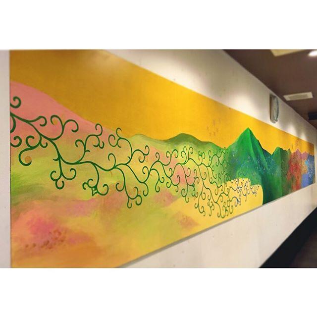 四季の山並み友人の職場のお店の壁に絵を描かせて頂きました。8mと今までにない大きさに挑戦させて貰えてとても達成感もありました!お店が明るくなり広くなったと喜んで貰えたので何よりです。#四季#山並み#壁画#アクリル画#seasons#mountains#一隅を照らす#照terasu @sa10ca.k http://terasu-seiho.com/#彫刻#sculpture#日本画#japanesepainting#截金#kirikane#cutgoldleafing#伝統#traditional#仏教美術#buddhistart#family#japan#japanesestories#art_we_inspire#芸術#美術