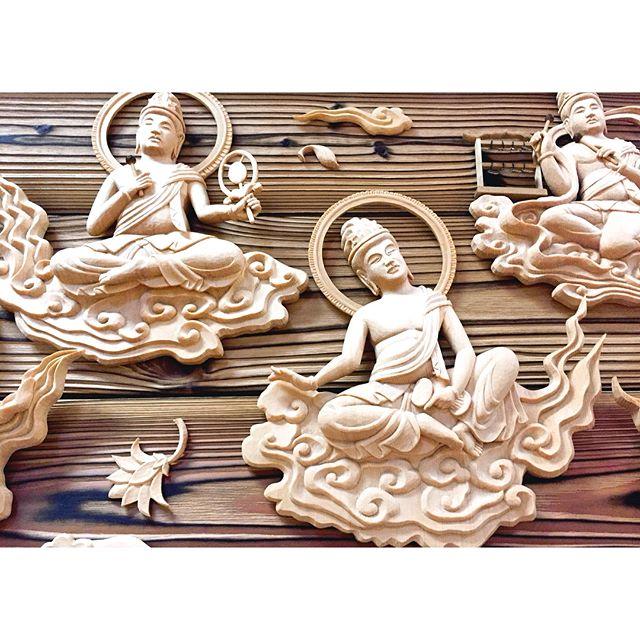 海を渡って先日、鹿児島県の屋久島にある浄土宗のお寺に二十五菩薩を納めさせて頂きました。25体それぞれ個性があって世界遺産の島で優美に天を舞ったり音楽を奏でています。屋久島にはご縁があって‥本当に自然に溢れたいい場所で森に入ると神仏を感じられる気がしています。#二十五菩薩#世界遺産#屋久島#yakushima#一隅を照らす#照terasu @sa10ca.k http://terasu-seiho.com/#彫刻#sculpture#日本画#japanesepainting#截金#kirikane#cutgoldleafing#伝統#traditional#仏教美術#buddhistart#family#japan#japanesestories#art_we_inspire#芸術#美術